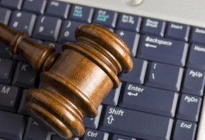 online-auction-concept-with-gavel-on-laptop